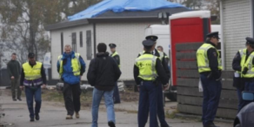 Al acht aanhoudingen bij grote inval woonwagenkamp Rhenen en Arnhem