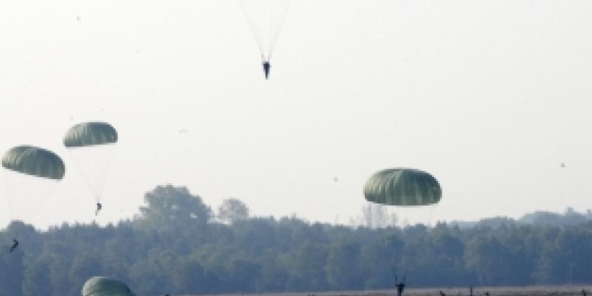 Parachuteopleiding maakt verdere Benelux-samenwerking concreet