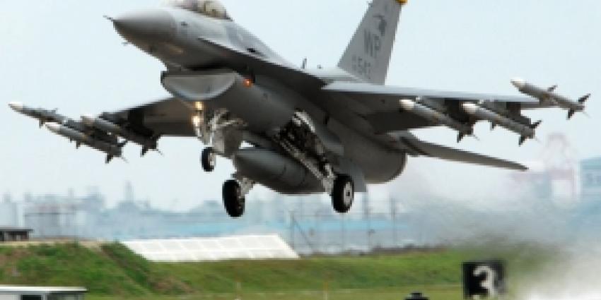 F16 vlieger schiet op controletoren