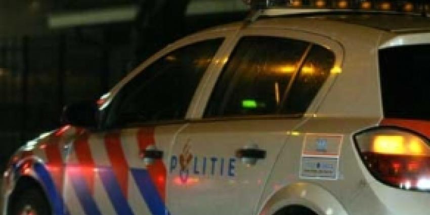 Vluchtende automobilist botst met politieauto