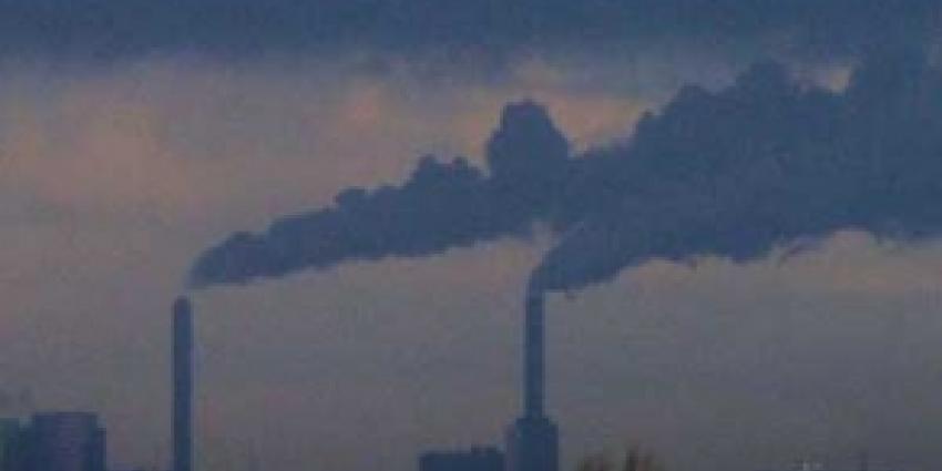 Foto van uitstoot fabrieken | Archief FBF.nl