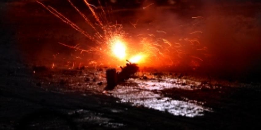 Tiener zwaargewond na explosie vuurwerk in woning