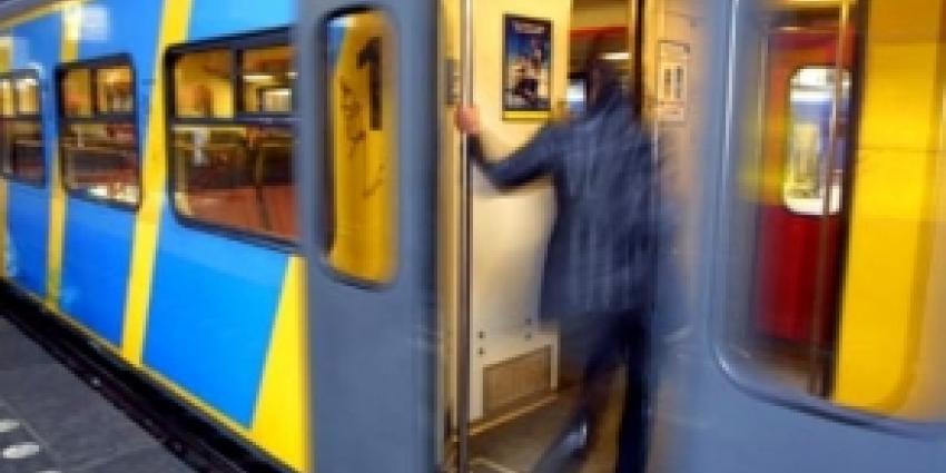 Foto van conducteur in trein | Archief FBF.nl