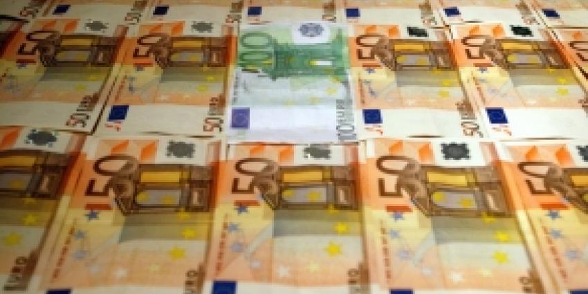 Stel aangehouden voor diefstal geld en witwassen