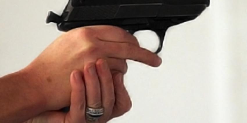 Vuurwapen in auto aangetroffen