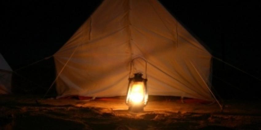Foto van lamp in tent | Archief FBF.nl