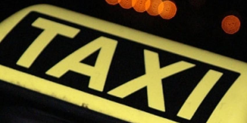 Taxichauffeur onder invloed en met vuurwapen aangehouden