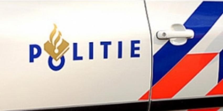 Foto van logo politie op auto