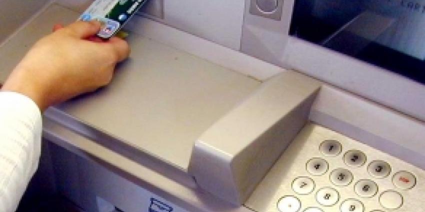 Vrouw beroofd van gepind geld
