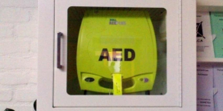 Jongeren proberen AED te stelen