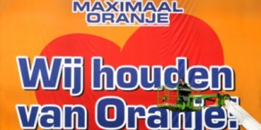 Oranje wint met 4-0 van Roemenië, van Persie scoort er 2