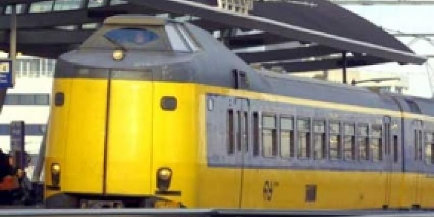 Gehinderd treinverkeer kapotte spoorbrug langzaam op gang