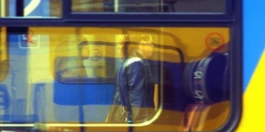 Trein ramt betonblok op spoor in Beilen