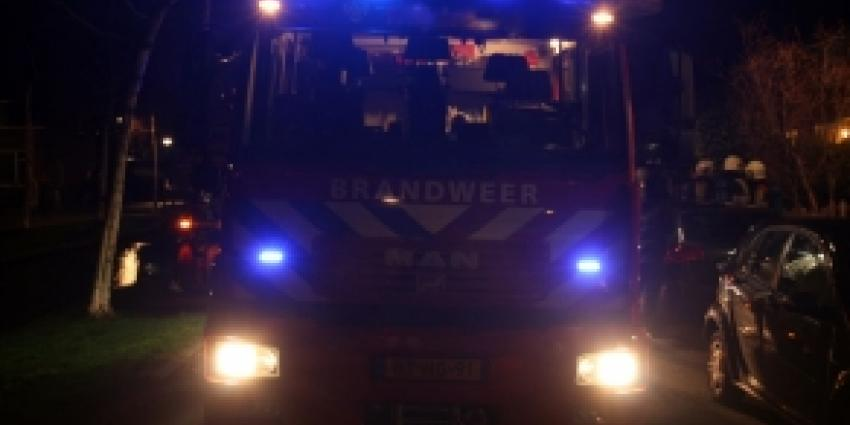 Brandweer haalt bewusteloze man  zwaargewond uit brandende woning