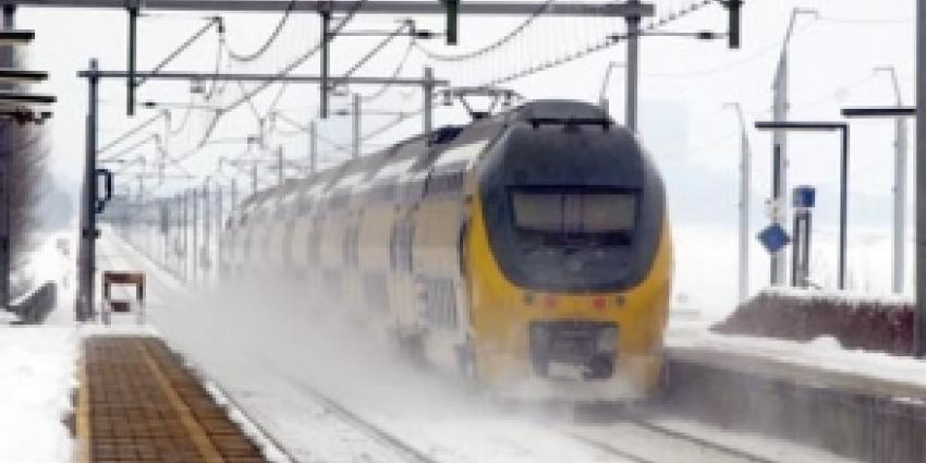 NS zet vanwege sneeuw ook maandag minder treinen in