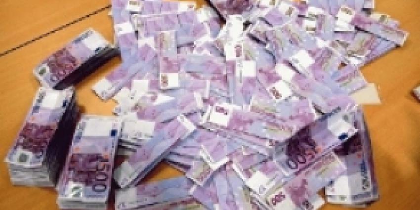 Politie vindt ruim zeven ton in Haagse woning