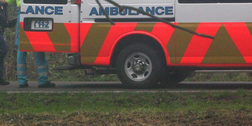 Automobilist laat moeder en dochter gewond op straat achter na aanrijding