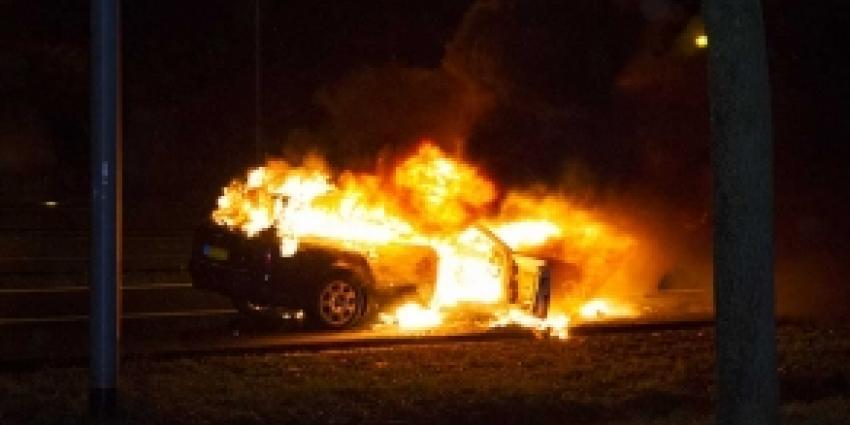 Auto volledig uitgebrand op A2