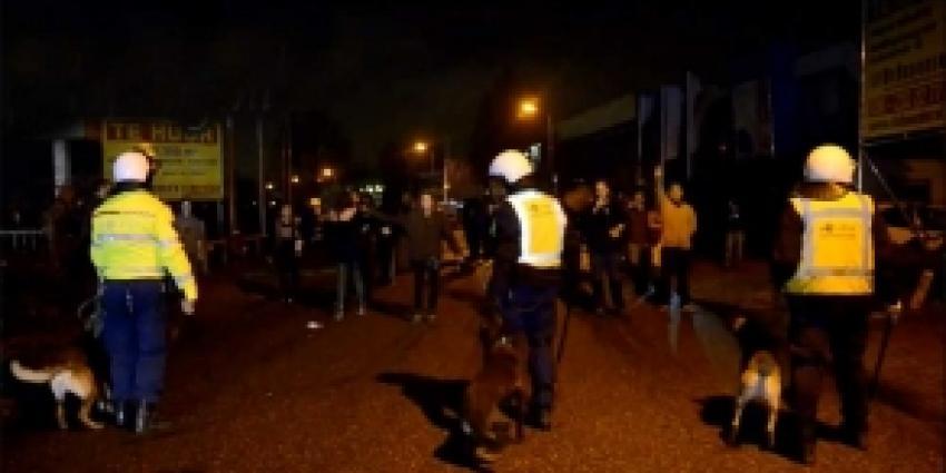 Foto van politieagen met honden | Archief FBF.nl