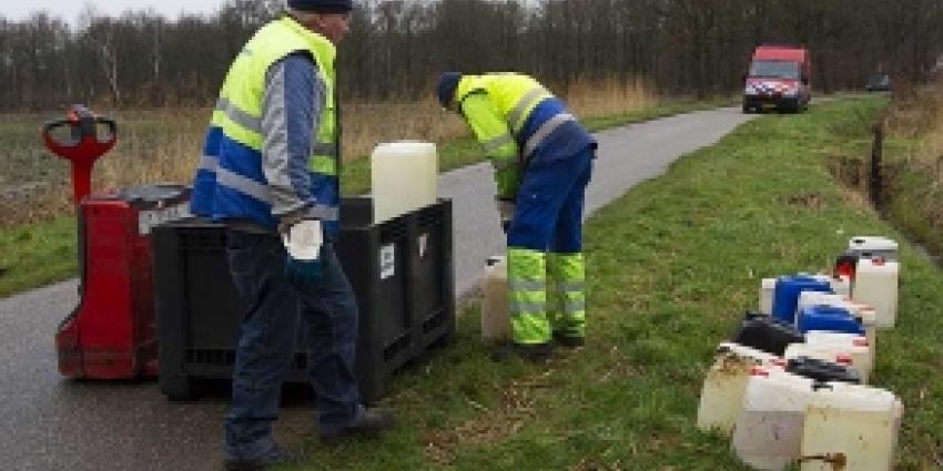 Foto van afval in de natuur | Archief FBF.nl