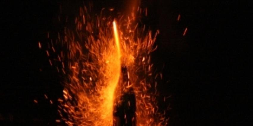 Vuurpijl ontploft in meterkast op zevende etage flatgebouw