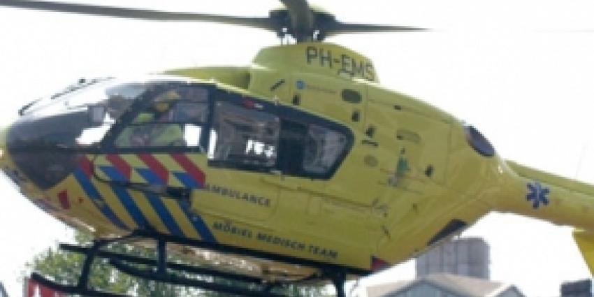 Fietser (14) met traumahelikopter naar ziekenhuis na aanrijding