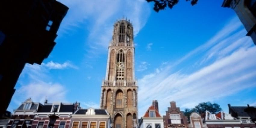 Utrechtse Domtoren kleurt oranje voor troonswisseling