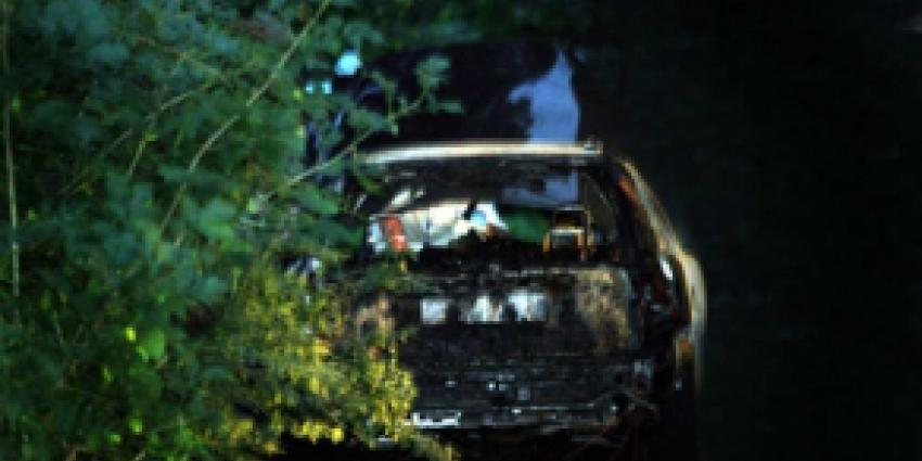 Lijk in uitgebrande auto Houten aangetroffen