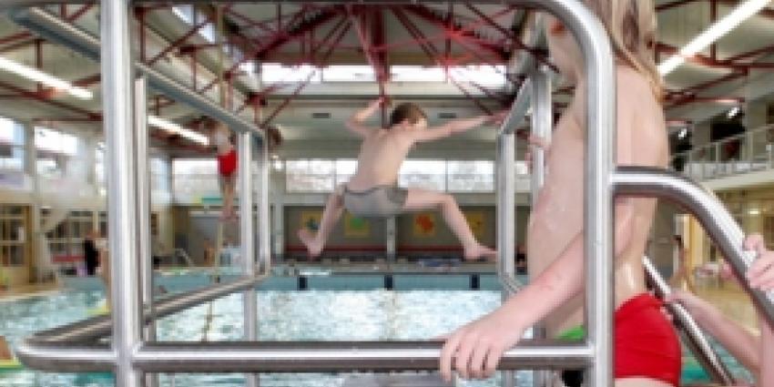 Zwembadontzegging voor 10 jongens na wangedrag