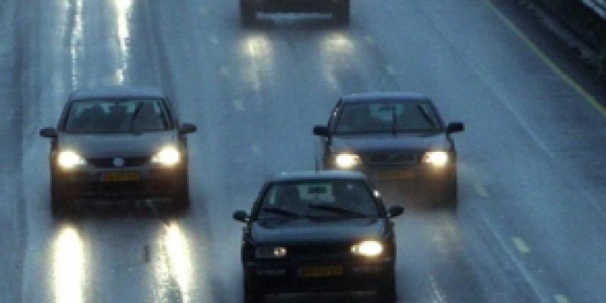 Automobilist rijdt door na ongeval op A1