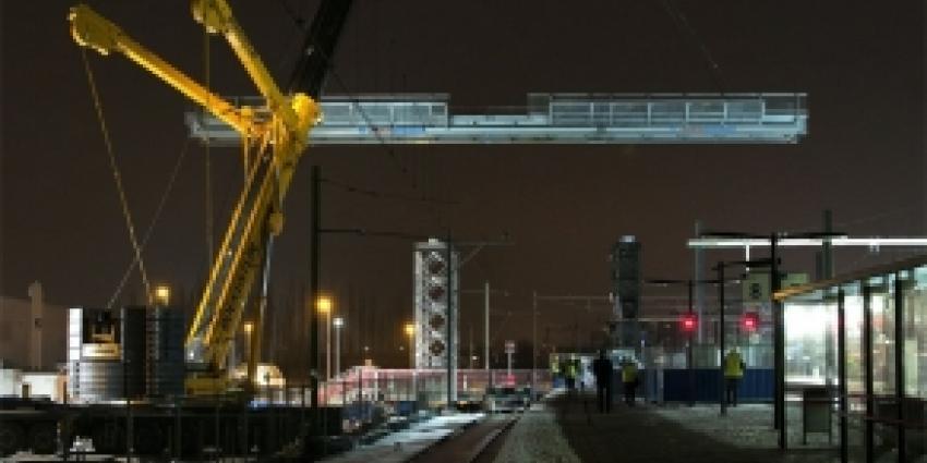 Eerste deel voetgangersbrug station Breda geplaatst