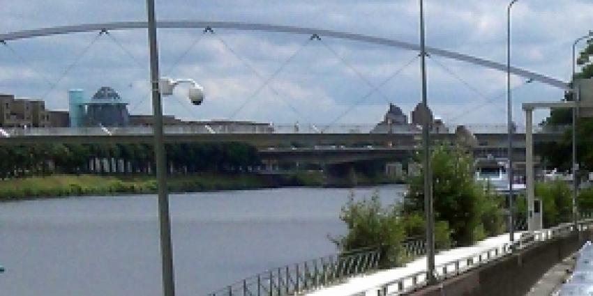 Politie ontdekt bijzondere woonruimte onder brug Maastricht