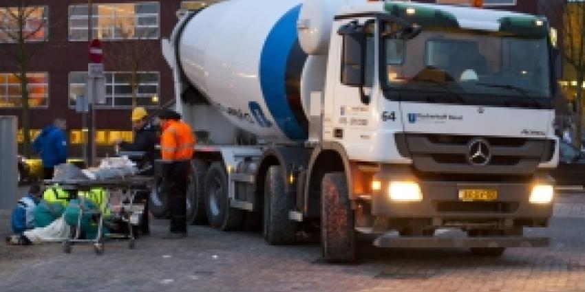 Cementwagen rijdt over been scholier