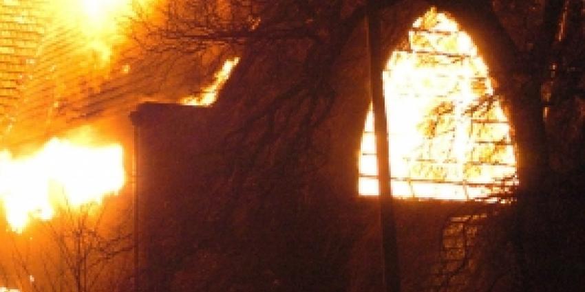 Historische kerk Ameland grotendeels door brand verwoest