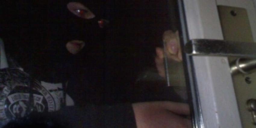 Inbreker overlopen in Leuth