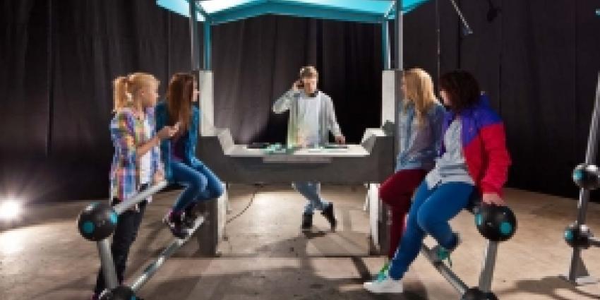 Eerste DJ-tafel in de buitenruimte als nieuwe 'hangplek' voor jongeren