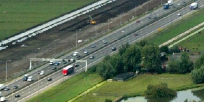 Motorrijder raast met 220 km/u over vluchtstrook