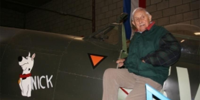 Spitfirebouwer Wim Sieben onthult nieuwe 'nose art'