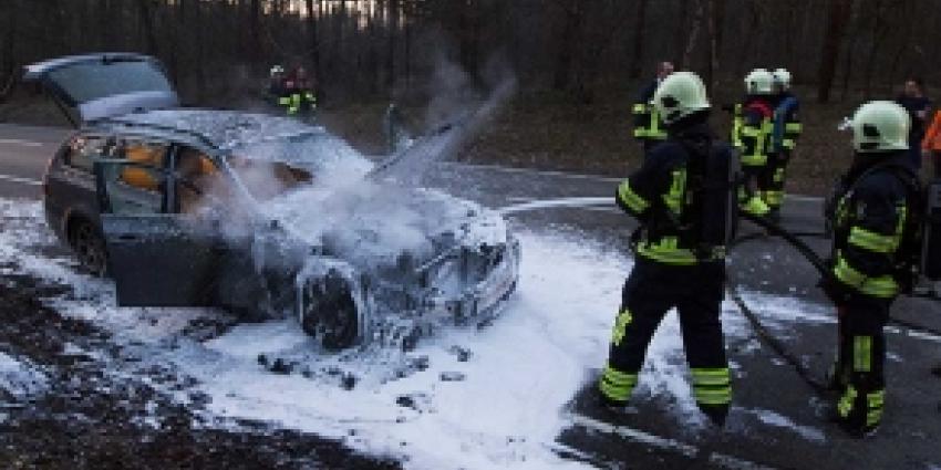 Auto flink beschadigd door felle brand Son en Breugel