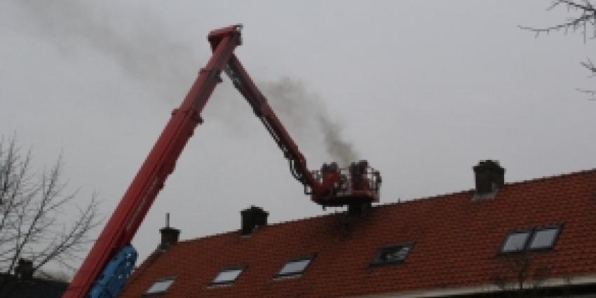 Veel rook bij schoorsteenbrand