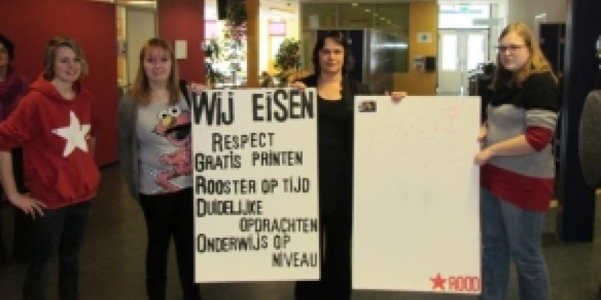 Studenten Noorderpoort bieden handtekeningen aan