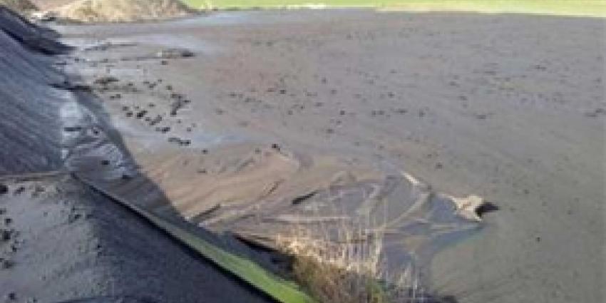Half miljoen liter mest weggelekt na scheuren mestzak