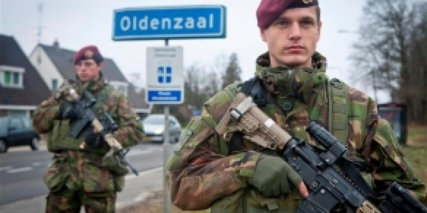 Grondtroepen rukken op om voormalige Vliegbasis Twenthe te veroveren