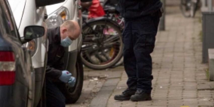 Agenten schieten op bewoner met mes