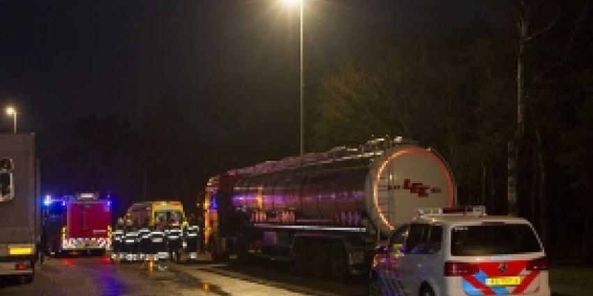 Explosie in cabine vrachtwagen met tankwagen zwavelzuur