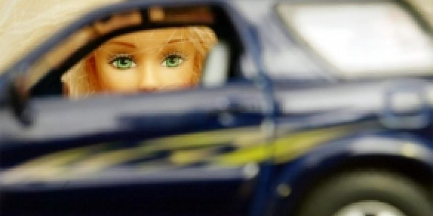 Vrouwen vaker beboet in verkeer dan mannen