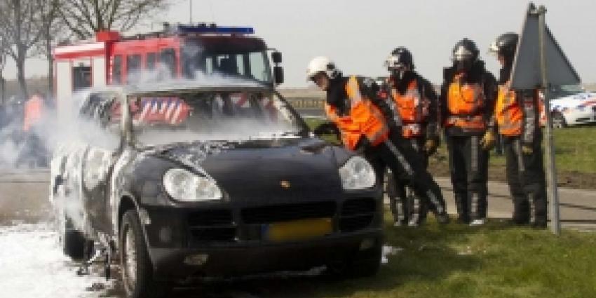 Porsche uitgebrand na tanken op snelweg A20