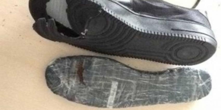 Tabak in zolen partij schoenen uit Hong Kong verstopt