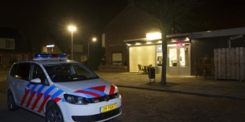 Foto van politieauto voor huis | Archief FBF.nl