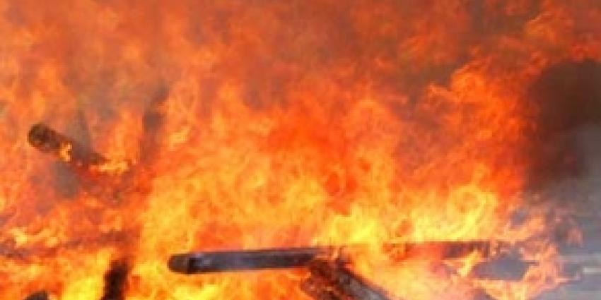 Jongen loopt ernstige brandwonden op na duw in paasvuur